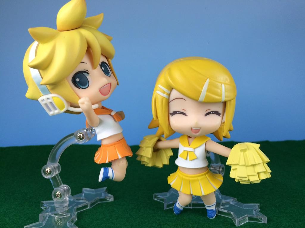 Nendoroids Rin and Len with Nendoroid Plus Cheerleader Bodies. Source: https://twitter.com/nendoro_rm/status/625335540968062976