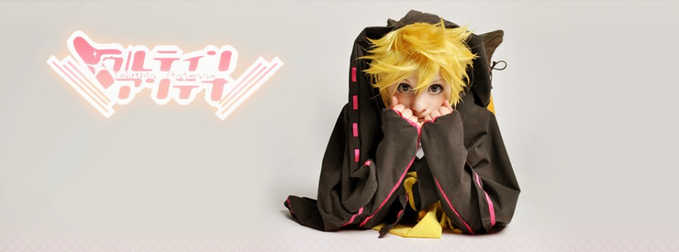 Cosplayer Tawii Szöllösy cosplaying Kagamine Len Toluthin Antenna Version.